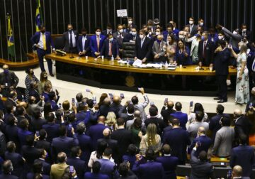 Privatização da Eletrobras é aprovada na Câmara